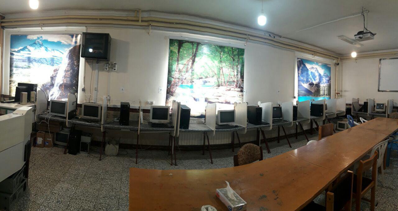 کارگاه کامپیوتر و نصب پرده های پوستری